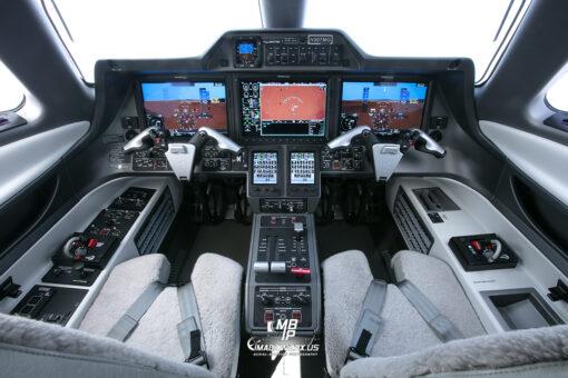 Embraer Phenom 300 Cockpit 0564